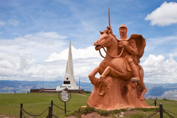 obelisco-batalla-ayacucho-estatua-sucre
