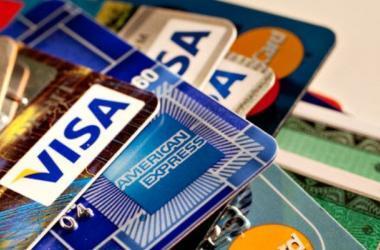 Bancos aumentan créditos en tarjeta