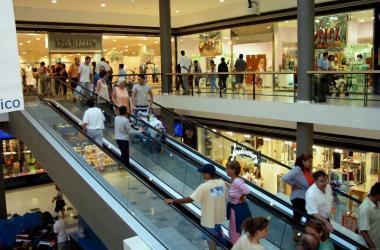 Encuestas, consumo, economia peruana, centros comerciales