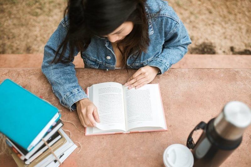 """""""El libro negro del emprendedor"""" y otras obras para inspirarte a iniciar un negocio"""