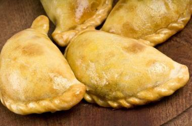 Las empanadas pueden ser de carne, pollo, jamón con queso, etcétera.