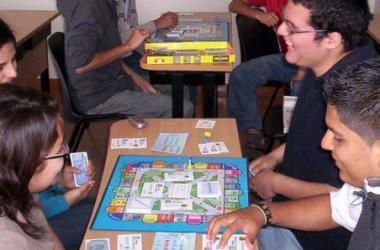 juego empresario, juego de mesa, Javier Zapata, CIDE-PUCP