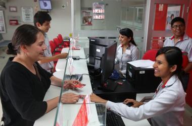Mujeres conforman mayor parte de fuerza laboral bancaria