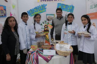 Escolares emprendedores en feria de Minka.