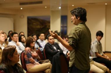 Lucho Quequezana, el emprendedor que innova la música peruana.