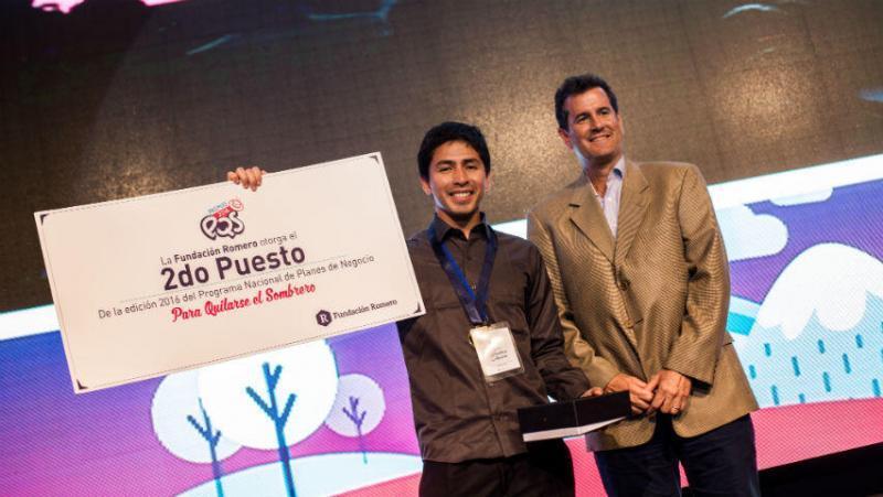 Jonathan Aguirre en la premiación del Premio PQS 2016