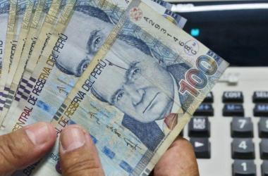Trabajadores pagarán menos Impuesto a la Renta en 2017 por alza de UIT
