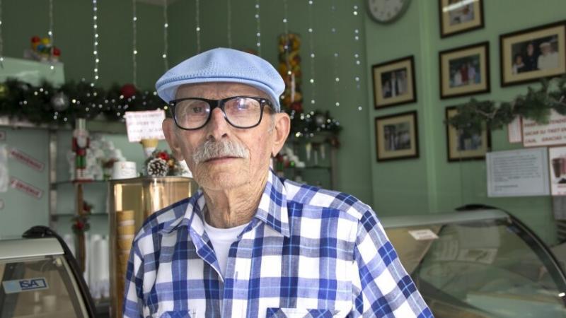 Carlos Casassa, a sus 78 años, nos demuestra que no hay obstáculos que nos impidan cumplir nuestros sueños.