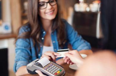 Otra medida preventiva es evitar hacer retiro de grandes sumas de dinero en cajeros automáticos