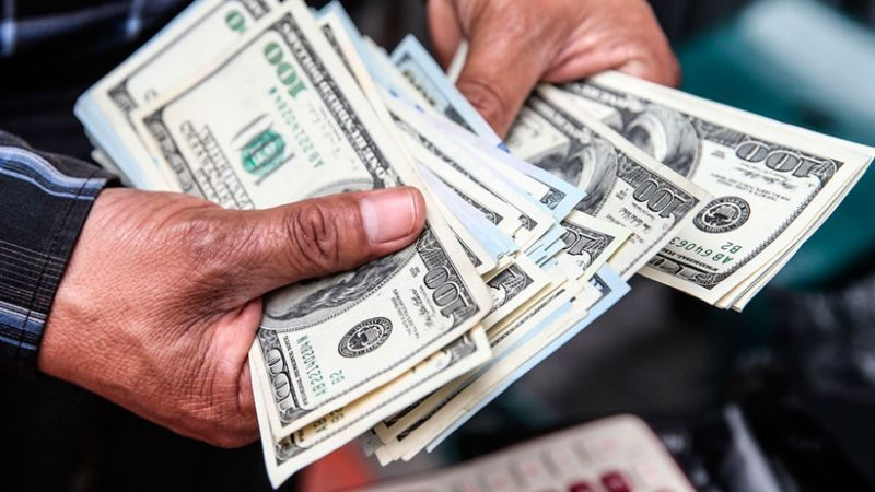 Empresas prefieren endeudarse en dólares