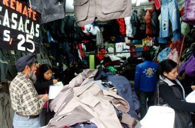 Muchos emprendedores se enfrentan al problema de los altos costos que representa comprar un local comercial, por eso arriendan stands. (Foto: Andina)
