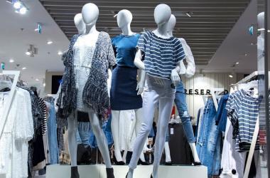 Al ser un elemento clave del visual merchandising, la función de los maniquís es mantener los espacios vivos. (Foto: Pixabay)