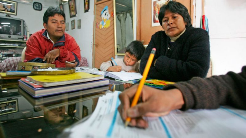Durante la jornada no laborable se ha dispuesto la inamovilidad de la población para garantizar que los peruanos esperen en sus domicilios a los voluntarios del censo. (Foto: Andina)