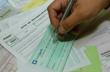 La factura negociable es la tercera copia de la factura física comercial o recibo por honorarios. (Foto: Andina)
