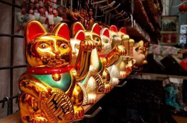 El gato de la buena suerte es protagonista de varios locales tanto orientales como occidentales. (Foto: Xiahpop)