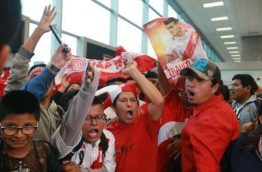 Los hinchas confían en que Perú le ganará en el repechaje a Nueva Zelanda. (Foto: Andina)
