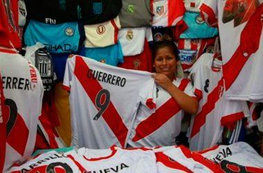 La venta de camisetas con el número 9 y otros productos deportivos alusivos al capitán peruano, se van a disparar. (Foto: Andina)