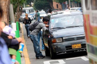 Una vez empadronados recibirán una constancia que les permitirá circular por la ciudad con normalidad. (Foto: Andina)