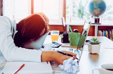 Los zombis también pueden estar en un lugar de trabajo. (Foto: Freepik)