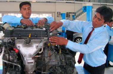 Estudio revela que existe escasa vinculación entre el sector productivo y la educación técnica. (Foto: Andina/Senati)