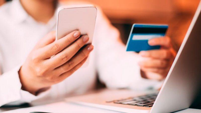 El comercio electrónico se ha convertido en una buena opción de compra para evitar largas colas. (Foto: Freepik)