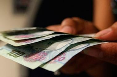 Los trabajadores del sector privado recibirán una gratificación equivalente hasta un mes de salario, dependiendo del tamaño de su empresa. (Foto: Andina)
