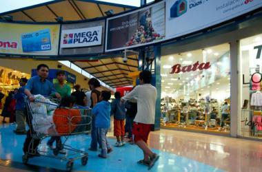 El crecimiento de la economía ha transformado la relación que hay entre los consumidores y el mercado. (Foto: Andina)