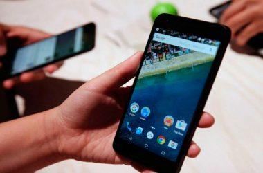 Los jóvenes compran smartphone para chatear y navegar por la web. (Foto: Getty images]