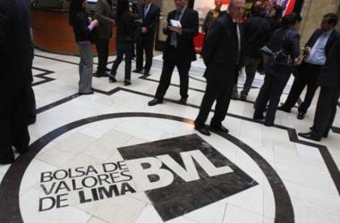 Uno de los beneficios de invertir en la BVL es que al adquirir acciones, el inversionista se convierte en propietario de una parte de la empresa, pudiendo recibir beneficios en caso la empresa genere utilidades. (Foto: Andina)