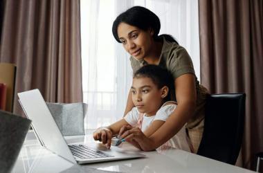 Consejos para ser productivo en el trabajo y ayudar a tus hijos en su regreso a clases