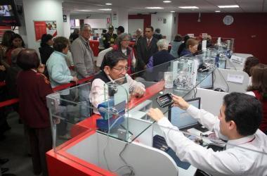Congreso oficializa ley que pone topes a tasas de interés de entidades financieras