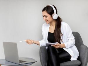 Cinco consejos para evitar el agotamiento por la abundancia de videollamadas