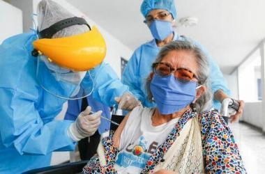 Anuncian nueva estrategia de vacunación: será por distritos y provincias, con padrón único