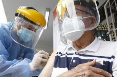 Vacunación de mayores de 80 años en regiones comenzará en 15 días