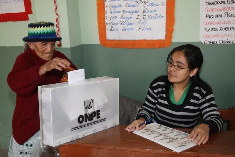 ONPE propondrá que adultos mayores voten entre las 2 y las 4 de la tarde en la segunda vuelta
