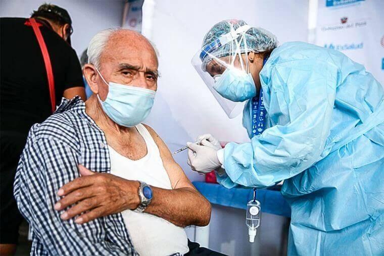 En la primera semana de mayo comenzará vacunación de adultos de 70 a 79 años en Lima y Callao
