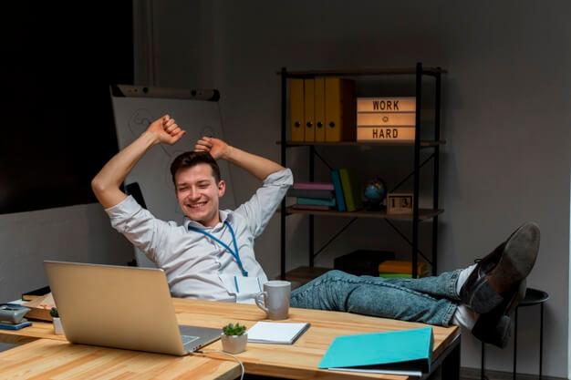 Descansos cortos pueden reducir estrés y fatiga en home office