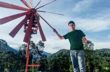 Este joven talento construyó un molino de viento para generar electricidad en zona rural de Piura