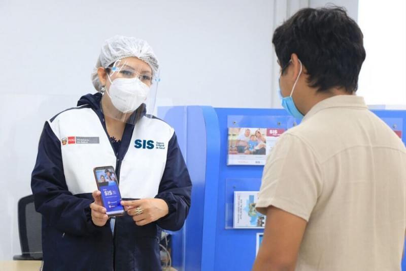 Gobierno autoriza afiliar al SIS a todo peruano que no tenga seguro de salud