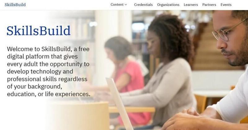IBM colabora con 30 organizaciones para actualizar habilidades de la fuerza laboral