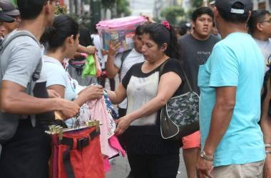 Más del 77 % de peruanos trabajó en la informalidad en el último año, señala INEI