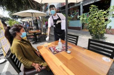 Reducción de toque de queda en Lima hará que restaurantes recuperen ventas