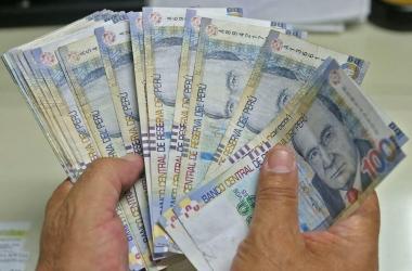 AFP: Comisión de Congreso aprueba propuesta que contempla trasladar fondos a bancos y cajas