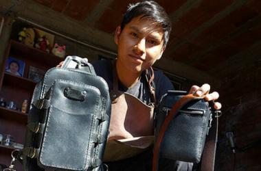 Emprendimiento: Diego, el talento de Huancayo que transforma el cuero en exclusivos accesorios