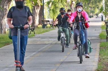 Conductores de vehículos de movilidad personal no podrán desplazarse con celulares en la mano
