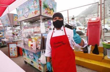Mercados de abastos ya comienzan a atender en espacios al aire libre