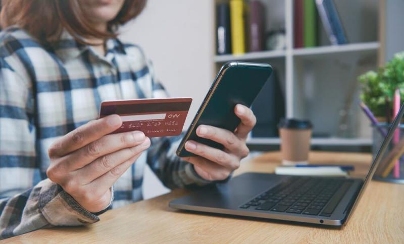 Cinco tips para cuidar tu tarjeta de crédito o débito durante compras online