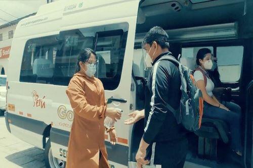 ¿Qué gastos en servicios turísticos se pueden deducir y cómo hacerlo?