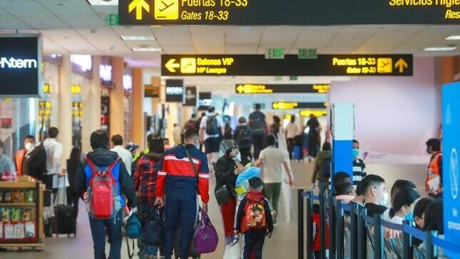 Perú extiende suspensión de vuelos procedentes de la India, Brasil y Sudáfrica