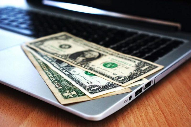 Finanzas en pandemia: ¿Cuándo es recomendable ahorrar en dólares?